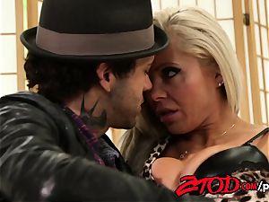 torrid cougar for cash Nina Elle