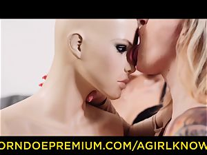 A damsel KNOWS - hot babes in super-naughty girl-on-girl make-out
