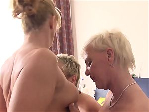 xxx Omas - first-timer German grannies plumb in a foursome