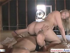 huge assed honey Alexis Texas jumping a enormous manmeat