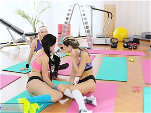 FitnessRooms girl-on-girl threeway for super-fucking-hot and perspiring babes