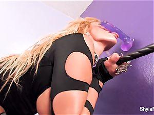 sweetie Shyla Stylez deep-throats off a dildo