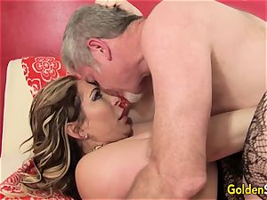 Mature superslut Savannah Jane bj's a pipe Before Climbing Aboard for a rail