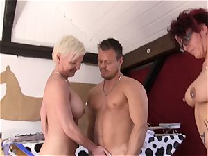 Reife Swinger - German three way with mature swingers