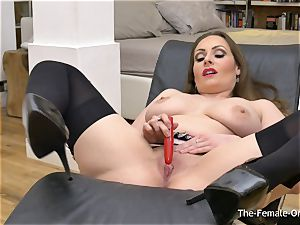 Femorg cougar with ample Naturals Solo getting off orgasm
