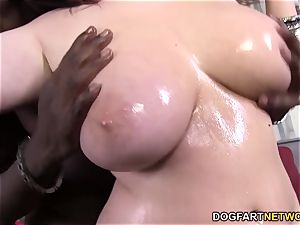 Felicia Clover's cunny gets ravaged by thick black schlong