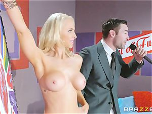 Game showcase prick smashing with towheaded hottie Alix Lynx