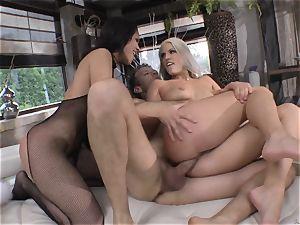 Blanche Bradburry and Samia Duarte hump playing with Rocco Siffredi