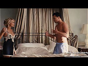 Margot Robbie naked in The bear of Wall Street