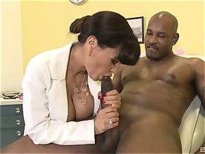 Lisa Ann super-sexy milf doctor