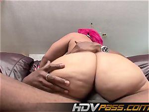 HDVPass Pinky gets vulva stretching poke