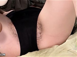 Venus bashes her pubic hair up with the thicket