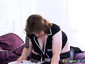 EuropeMaturE huge-chested round Solo playing getting off