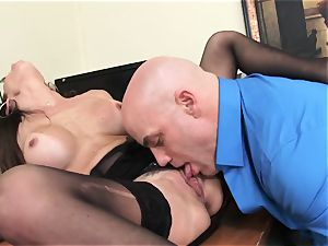 Office bombshell Dava Foxx Blows Her chief to Keep Her Job