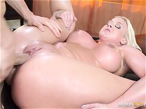 Leya Falcon cheats with her big dicked masseur