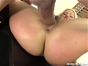 super hot cougar boss Does What She Wants