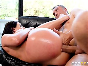 plums deep in the donk of insatiable Angela white
