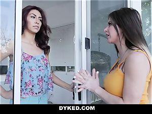 Dyked - xxx lesbo tempts hetero teen