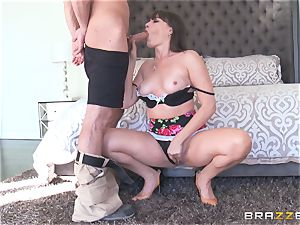 Bad mommy Dana DeArmond nails her daughters-in-law dude