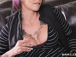 Anna Bell Peaks luvs toying games