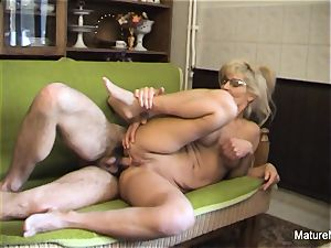 Mature platinum-blonde tramp receives an anal invasion drilling