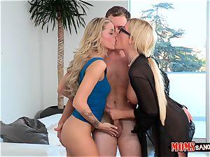 Jessa Rhodes and her stepmom tempt the boyfriend